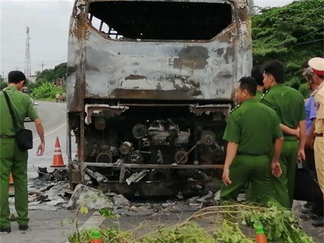 Vụ xe đang chở nhiều hành khách bất ngờ bốc cháy: Giám định chất lượng nhiên liệu - 2