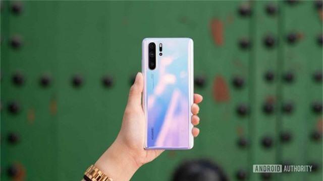 Huawei cam kết hoàn tiền nếu smartphone biến thành cục gạch - Ảnh 2.