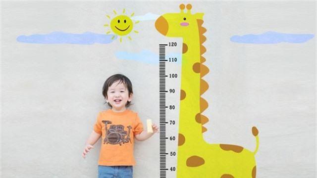 Mách các cha mẹ bí quyết tăng chiều cao cho con vừa đơn giản vừa hiệu quả - Ảnh 1.