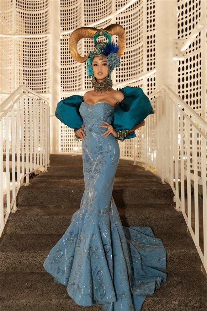 Thảm đỏ lố nhất Việt Nam: Nếu Phương Khánh là đóa hoa thì Jolie Nguyễn chính là giấy gói quà, riêng Nam Em... quên mặc quần - Ảnh 10.