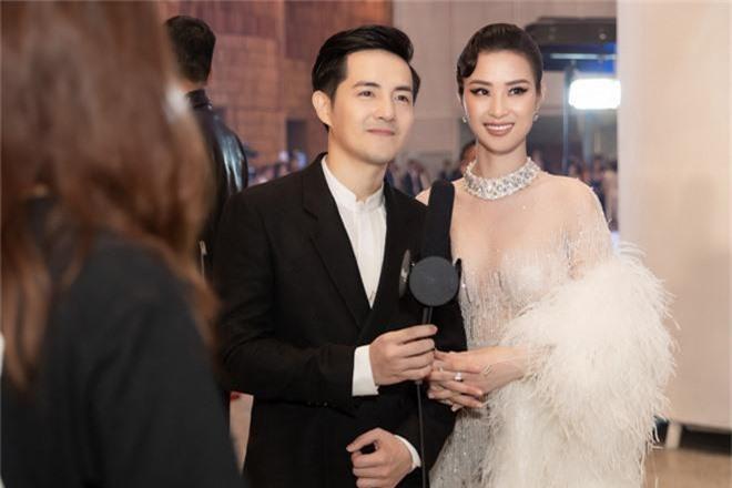 Thảm đỏ lố nhất Việt Nam: Nếu Phương Khánh là đóa hoa thì Jolie Nguyễn chính là giấy gói quà, riêng Nam Em... quên mặc quần - Ảnh 15.