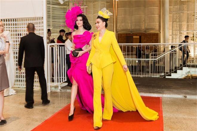 Thảm đỏ lố nhất Việt Nam: Nếu Phương Khánh là đóa hoa thì Jolie Nguyễn chính là giấy gói quà, riêng Nam Em... quên mặc quần - Ảnh 3.