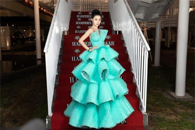 Thảm đỏ lố nhất Việt Nam: Nếu Phương Khánh là đóa hoa thì Jolie Nguyễn chính là giấy gói quà, riêng Nam Em... quên mặc quần - Ảnh 4.