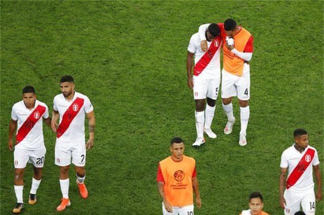 Brazil 5-0 Peru: Chiến thắng tưng bừng - 1
