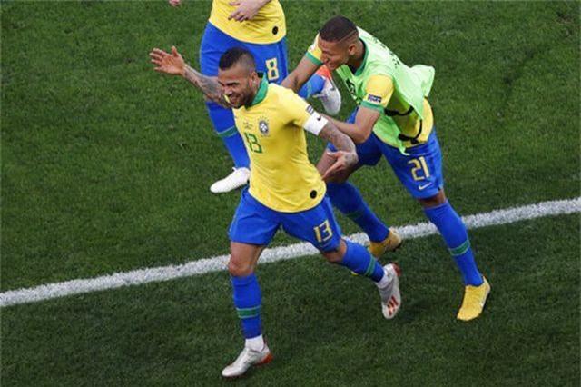 Brazil 5-0 Peru: Chiến thắng tưng bừng - 4