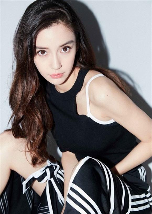 Angelababy gây tranh cãi vì dáng ngồi gây bối rối trong lần đầu xuất hiện sau thông tin đã ly hôn Huỳnh Hiểu Minh lại  - Ảnh 4.