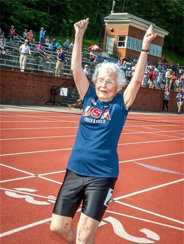Cụ bà 103 tuổi vô địch thi chạy, gây bão trên mọi đường đua - 2
