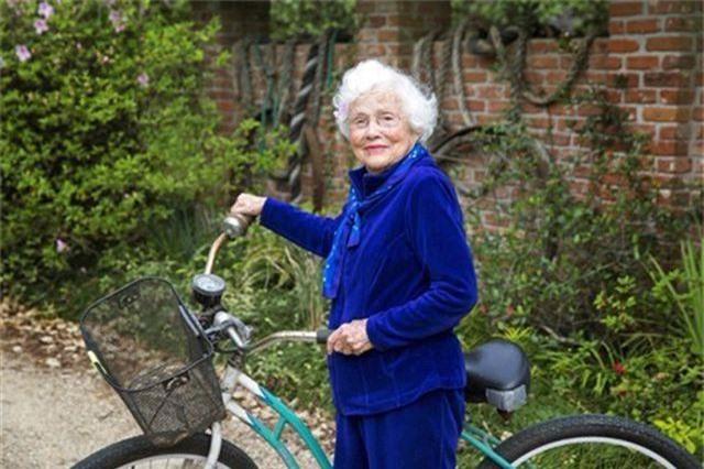 Cụ bà 103 tuổi vô địch thi chạy, gây bão trên mọi đường đua - 3