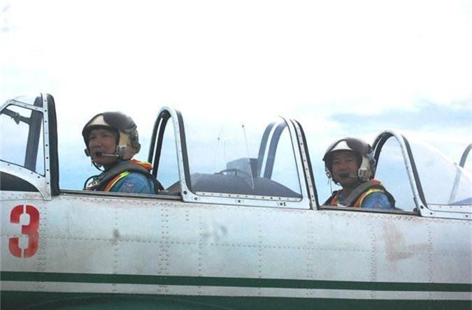 Kham pha cap may bay huan luyen moi phi cong KQND Viet Nam-Hinh-3