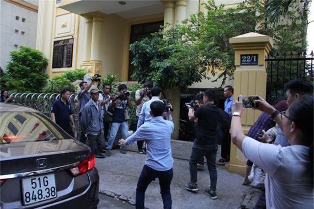 Nguyễn Hữu Linh ẩn trong nhà vệ sinh khi đến tòa - 2