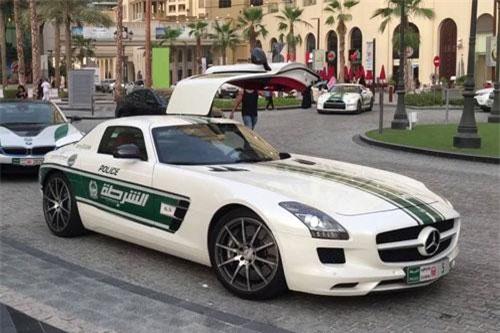 7. Mercedes-Benz SLS AMG.