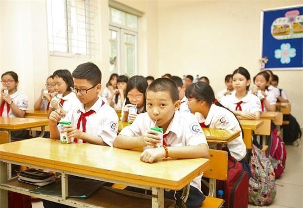 Ngoài các bữa ăn hàng ngày ra, các thực phẩm dành cho trẻ như sữa cần bổ sung thêm nhiều vi chất quan trọng để góp phần cải thiện trí tuệ và thể chất cho các em.