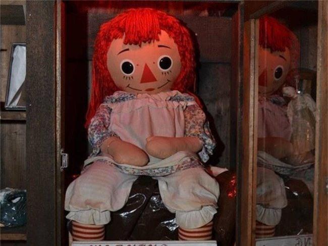 Búp bê ma ám Annabelle