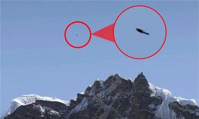 Vật thể bay không xác định trên đỉnh Everest.