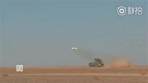 Hệ thống tên lửa chống tăng tự hành AFT-10 trong cuộc tập trận tại căn cứ Chu Nhật Hòa. Ảnh: Sina.