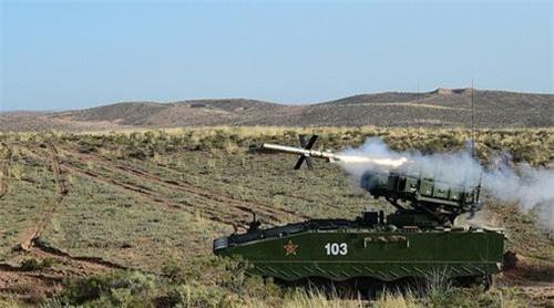 Hệ thống AFT-10 phóng tên lửa chống tăng có điều khiển HJ-10. Ảnh: 81.cn.