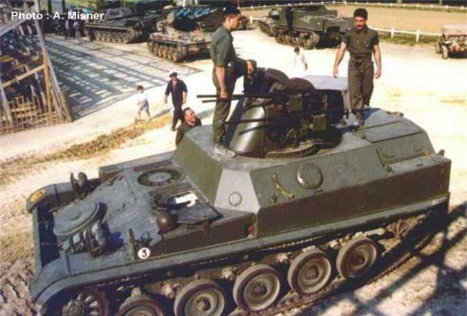 Di tim xe tang dau tien tren the gioi co he thong nap dan tu dong-Hinh-11