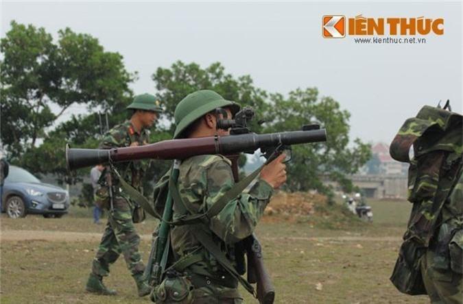Ngo ngang thiet ke sung chong tang ban... hoi cua Viet Nam