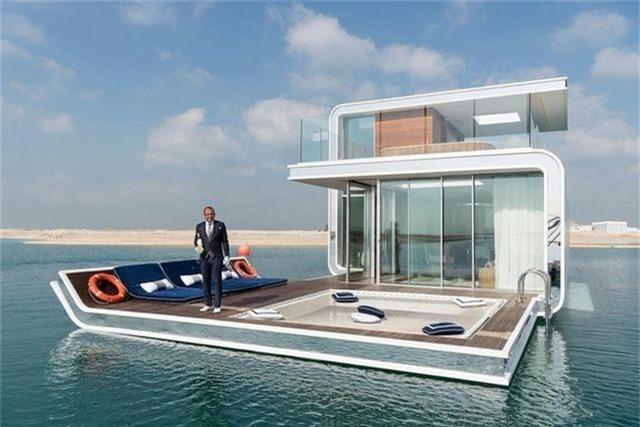 Floating Seahorse là kiểu biệt thự nổi trên mặt nước, nằm ở hòn đảo nhân tạo cách ngoài khơi Dubai chừng 2,5 dặm. Căn biệt thự này được thiết kế cả phòng ngủ và phòng tắm dưới nước. Theo tính toán, dự án này sẽ hoàn thành vào năm 2018 với 125 căn biệt thự như vậy. Giá mỗi căn khoảng 2 triệu USD.