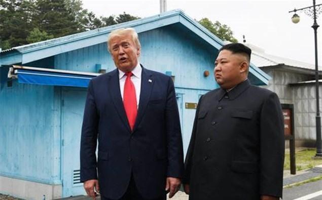 Ông Donald Trump là tổng thống Mỹ đương nhiệm đầu tiên đến Triều Tiên. Ảnh: AP.