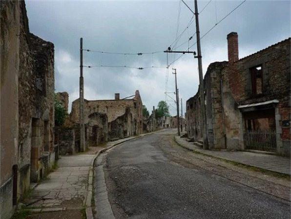 Vẻ hoang tàn của làng Oradour-sur-Glane cũ