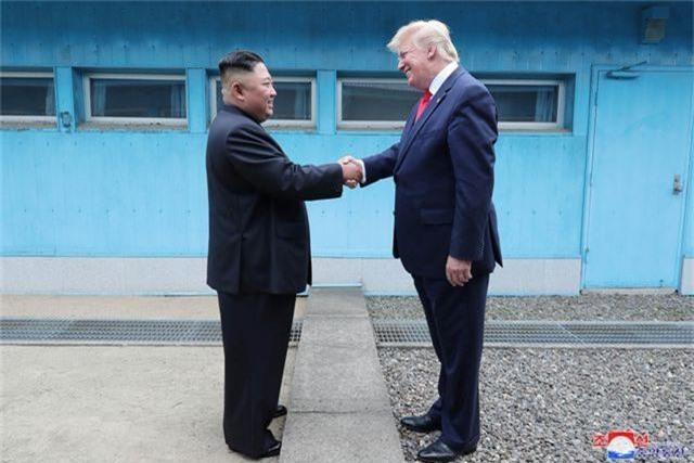 """Cuộc gặp Trump - Kim: Cái bắt tay lịch sử tại """"tượng đài"""" của sự chia cắt - 1"""