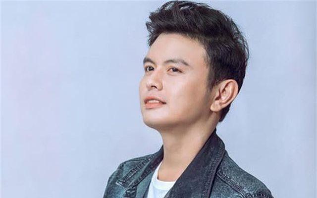 """Anh Duy - người đầu tiên cover ca khúc """"Độ ta không độ nàng"""" tại Việt Nam."""