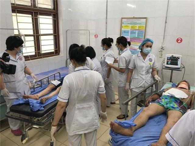 Vụ xe khách rơi xuống vực: 7 ê kíp tham gia cứu nạn, thêm một nạn nhân tử vong - 4