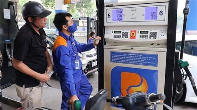 Xăng dầu đồng loạt tăng giá kể từ chiều nay - 1