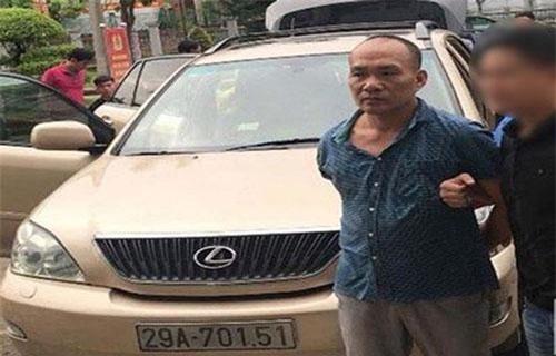 Phạm Văn Khoa cùng xe sang Lexus bị lực lượng chức năng tạm giữ để điều tra về nghi vấn trộm cắp tài sản (Ảnh: CTV).
