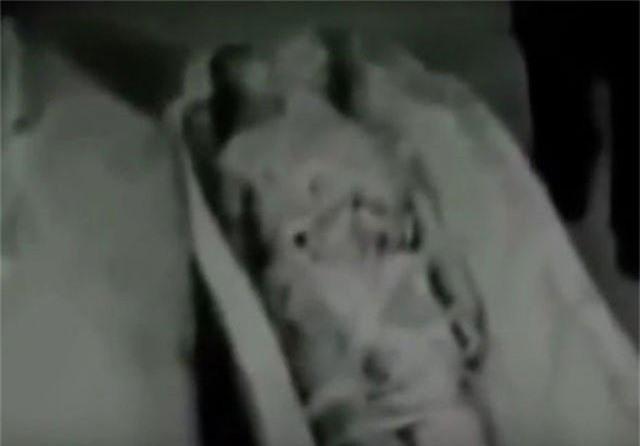 Xác ướp được cho là người ngoài hành tinh được các đặc vụ KGB phát hiện.