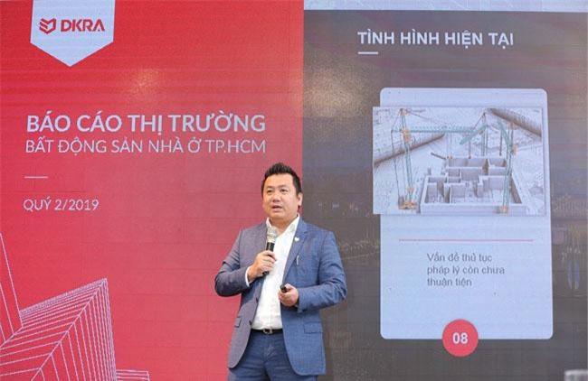 """Ông Phạm Lâm - CEO DKRA Vietnam trình bày chủ đề """"Thị trường đang ở đâu? (Where are we now?)"""" tại buổi báo cáo ngày 4-7 (ảnh DK)"""