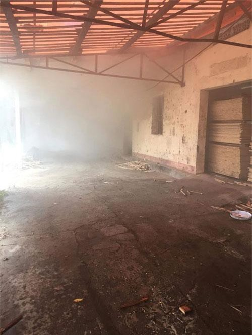 Lò sấy gỗ của Xí nghiệp chế biến kinh doanh lâm sản Sông Hiếu bất ngờ bốc cháy.