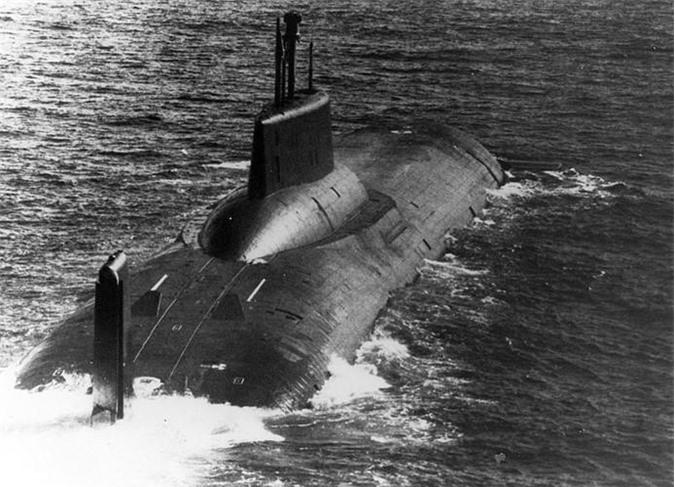 Theo tờ Rossiyskaya Gazeta, tàu ngầm hạt nhân Dmitry Donskoy của Hạm đội biển Bắc đã bắt đầu tiến ra Bạch Hải để tiến hành các thử nghiệm sau quá trình sửa chữa đại tu tại nhà máy. Nguồn ảnh: Wikipedia