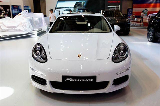 Porsche Panamera lỗi chập điện quạt gió điều hoà.