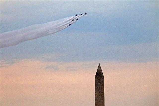 Chim ăn thịt F-22, oanh tạc cơ B-2 tung cánh trong ngày Quốc khánh Mỹ - Ảnh 1.
