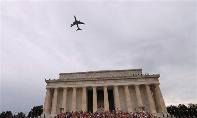 Chim ăn thịt F-22, oanh tạc cơ B-2 tung cánh trong ngày Quốc khánh Mỹ - Ảnh 11.