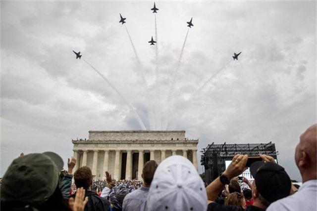 Chim ăn thịt F-22, oanh tạc cơ B-2 tung cánh trong ngày Quốc khánh Mỹ - Ảnh 12.