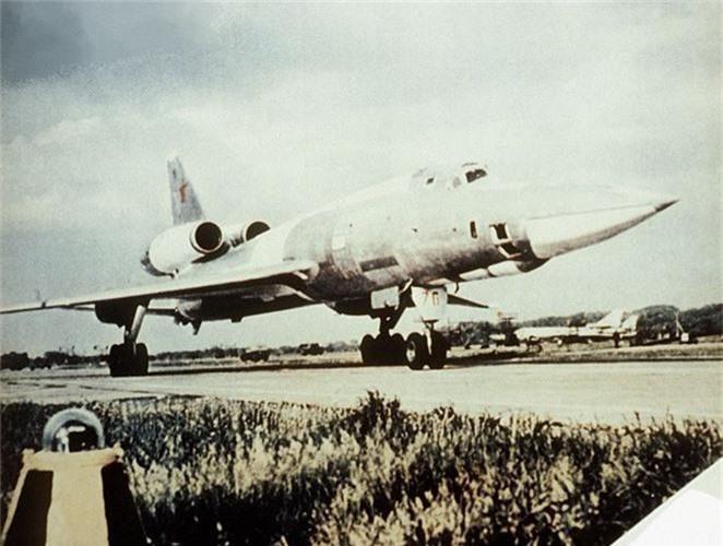 Vi sao phi cong Lien Xo tu choi dung may bay nem bom Tu-22?-Hinh-3