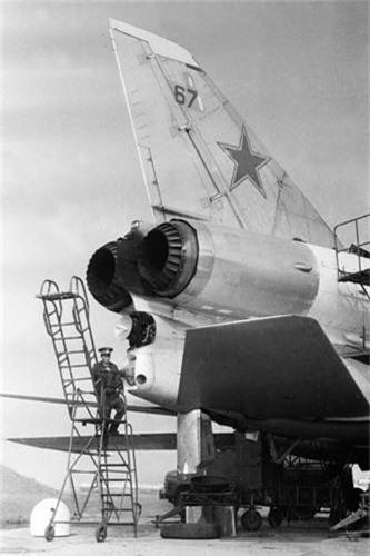 Vi sao phi cong Lien Xo tu choi dung may bay nem bom Tu-22?-Hinh-6