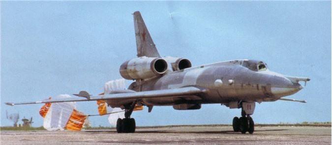 Vi sao phi cong Lien Xo tu choi dung may bay nem bom Tu-22?-Hinh-7
