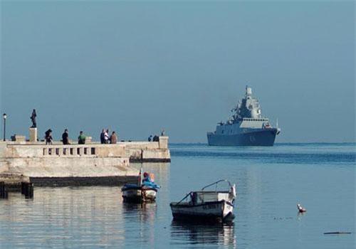 RT cho biết tàu hộ vệ Đô đốc Gorshkov rời cảng Severomorsk, Nga vào tháng 2, trong chuyến công tác kéo dài đến Trung Quốc, Djibouti và Sri Lanka trước khi cập cảng Havana, Cuba vào ngày 24/6. Ảnh: Reuters.