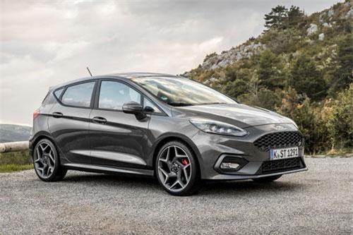 1. Ford Fiesta (doanh số: 7.507 chiếc).