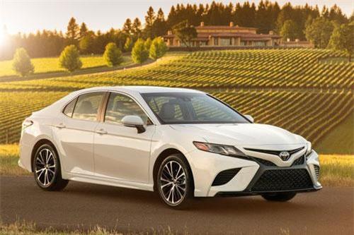 7. Toyota Camry (doanh số: 28.889 chiếc).