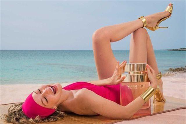 Gigi Hadid tập yoga trong ảnh quảng cáo - 8