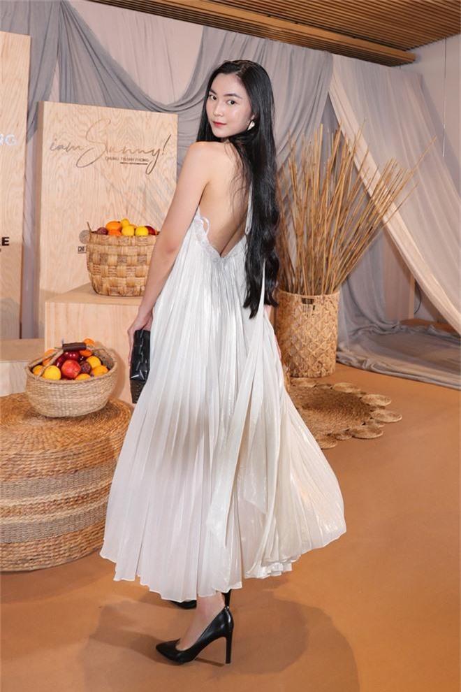 Ngọc Trinh nơm nớp lộ hàng, lọt thỏm giữa dàn người đẹp tóc tai siêu to khổng lồ như Hari Won, Jolie Nguyễn - Ảnh 11.