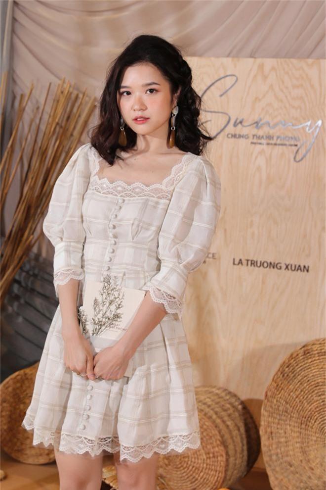 Ngọc Trinh nơm nớp lộ hàng, lọt thỏm giữa dàn người đẹp tóc tai siêu to khổng lồ như Hari Won, Jolie Nguyễn - Ảnh 16.