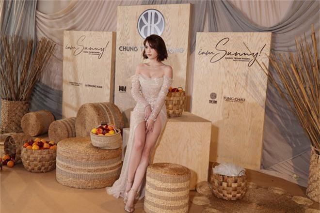 Ngọc Trinh nơm nớp lộ hàng, lọt thỏm giữa dàn người đẹp tóc tai siêu to khổng lồ như Hari Won, Jolie Nguyễn - Ảnh 2.