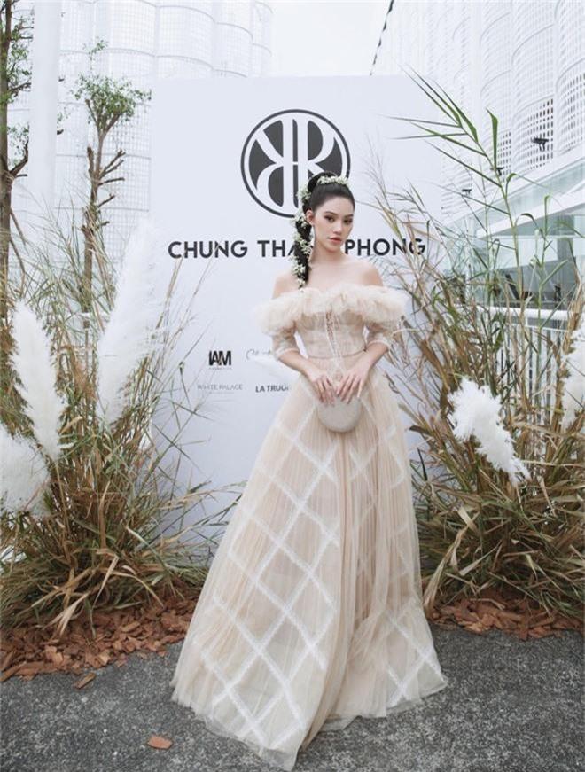 Ngọc Trinh nơm nớp lộ hàng, lọt thỏm giữa dàn người đẹp tóc tai siêu to khổng lồ như Hari Won, Jolie Nguyễn - Ảnh 3.