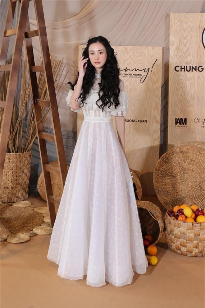Ngọc Trinh nơm nớp lộ hàng, lọt thỏm giữa dàn người đẹp tóc tai siêu to khổng lồ như Hari Won, Jolie Nguyễn - Ảnh 6.